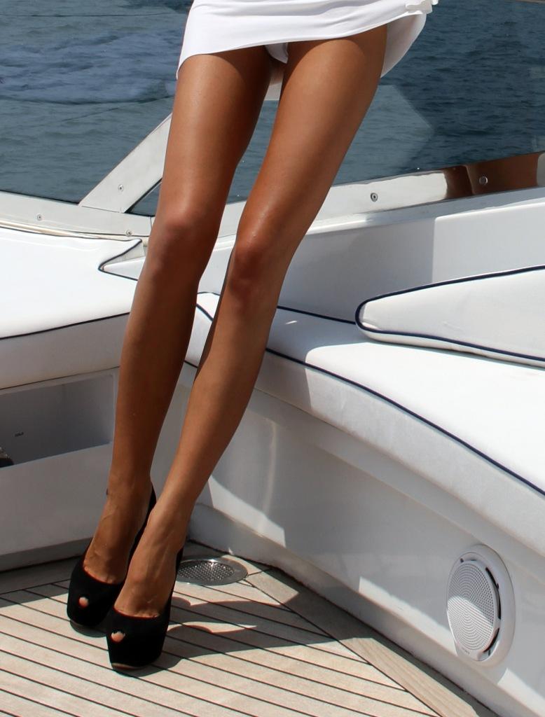 Женщины с худыми ногами фото фото