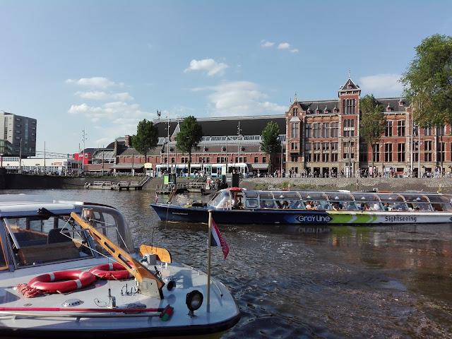 Crucero por los canales de Ámsterdam (@mibaulviajero)
