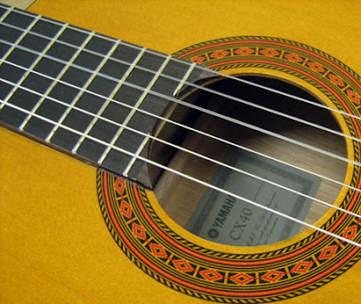 Đàn guitar cổ điển Yamaha