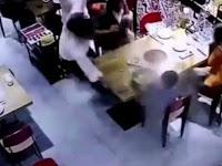 Malang Nian, Pelayan Tumpahkan Sup Panas ke Anak Kecil