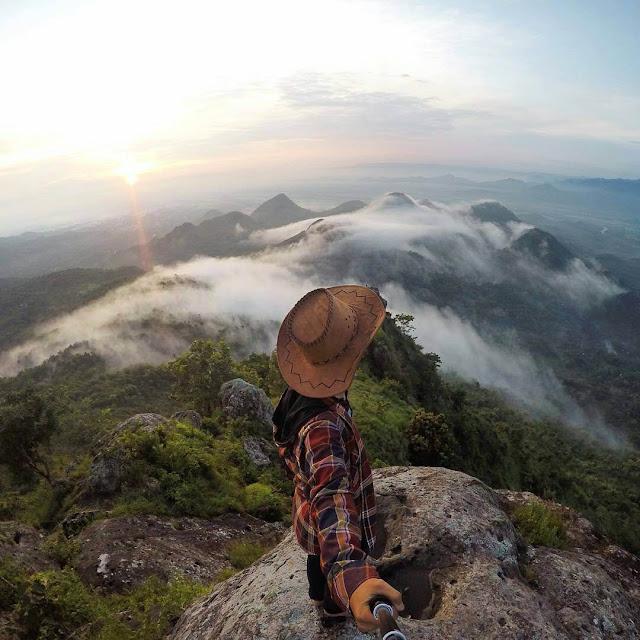foto bukit cumbri wonogiri