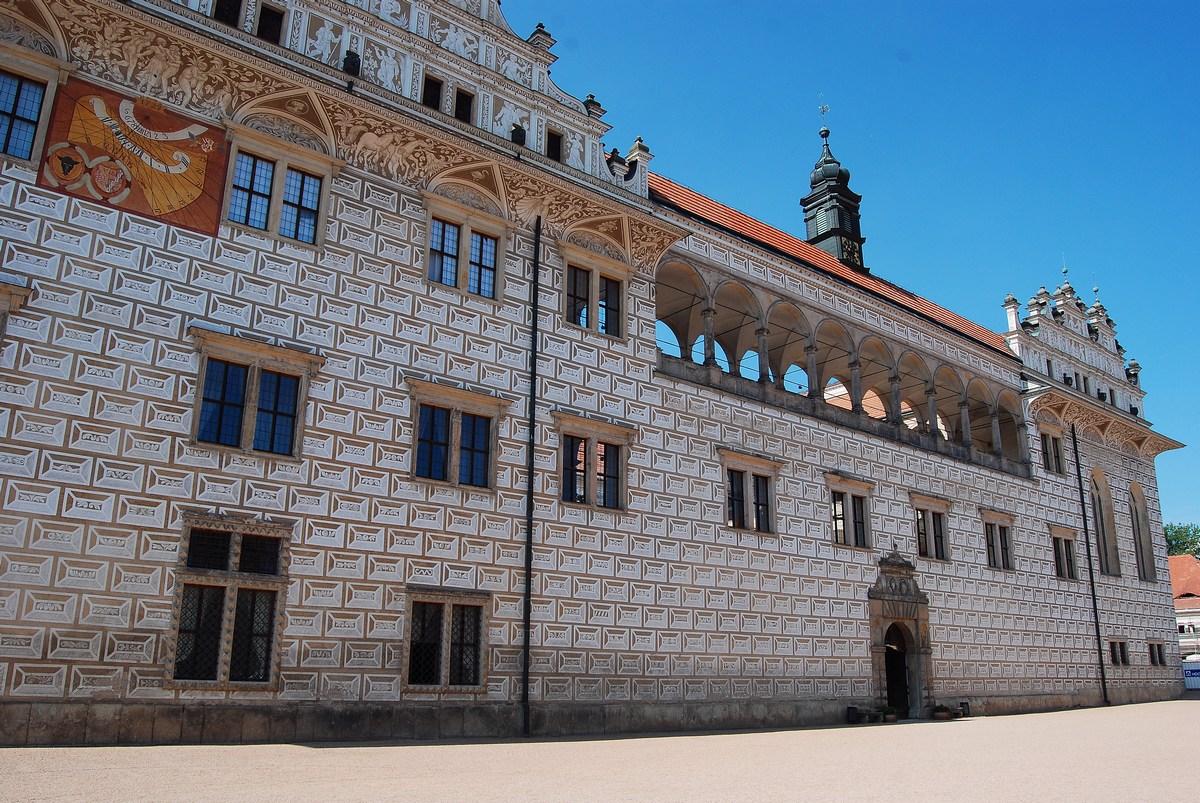extérieur du château de Litomysl avec ses élégantes arcades purement italiennes