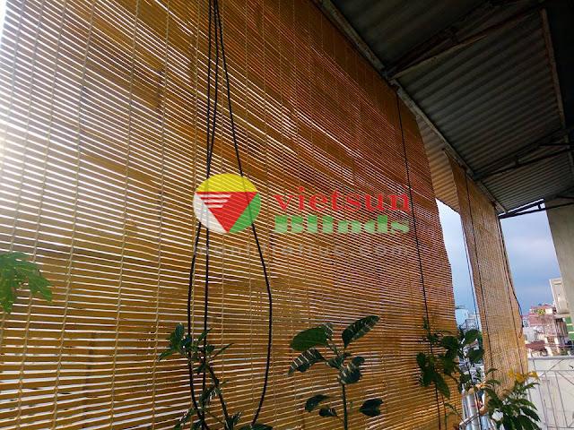 các khe trống nhỏ trên rèm trúc sẽ có tác dụng trao đổi ánh sáng, trao đổi không khí.