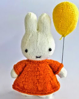 http://translate.google.es/translate?hl=es&sl=en&u=http://knitterbees.blogspot.co.nz/2012/03/miffy-and-her-balloon-plush-toy-pattern.html&prev=/search%3Fq%3Dhttp://knitterbees.blogspot.co.nz/2012/03/miffy-and-her-balloon-plush-toy-pattern.html%26biw%3D1429%26bih%3D961