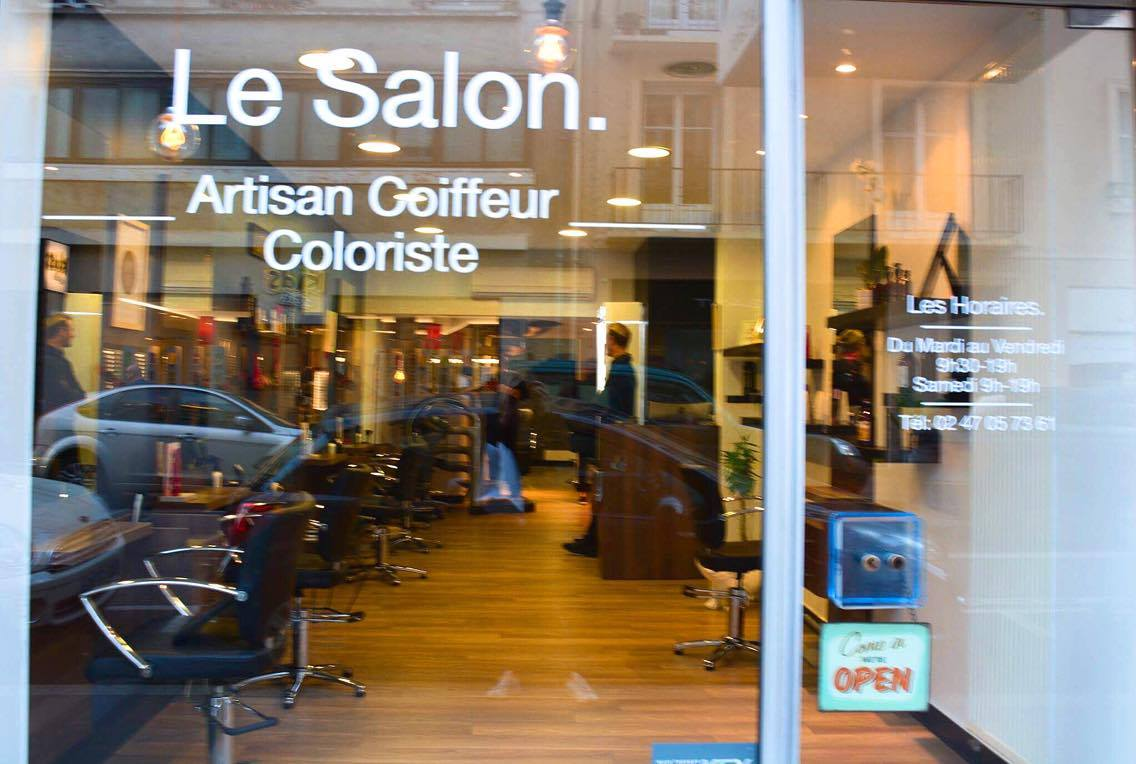 Sois belle pipelette le salon for Le belle salon
