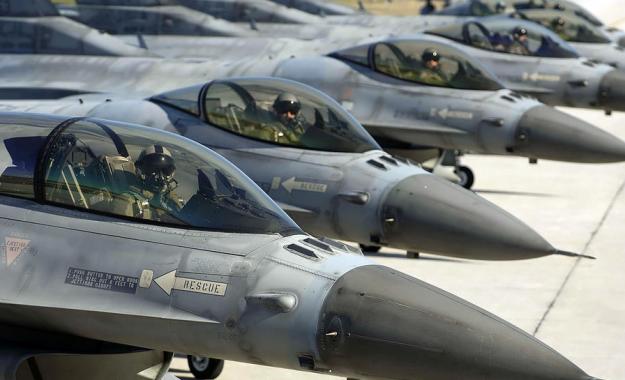 Εθνική ανάγκη να αναβαθμιστούν τα F-16, αλλά η αντιπολίτευση να κάνει «φύλλο και φτερό» τη σύμβαση