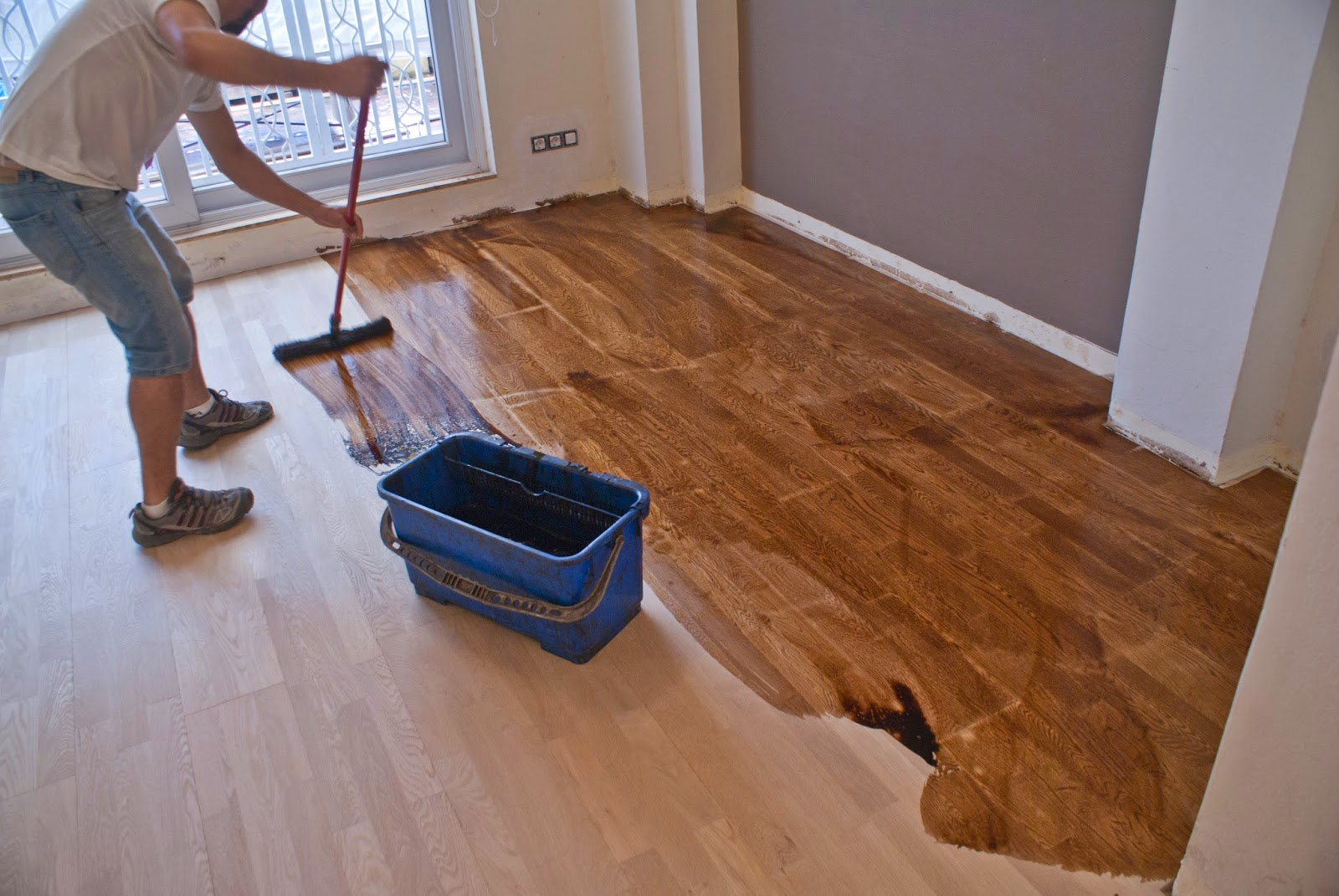 C mo te ir un suelo de madera for Como limpiar un mueble barnizado