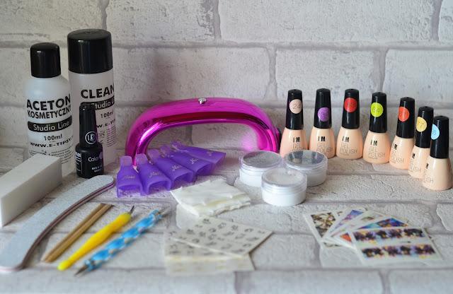 Manicure hybrydowy w domu - co warto kupić.
