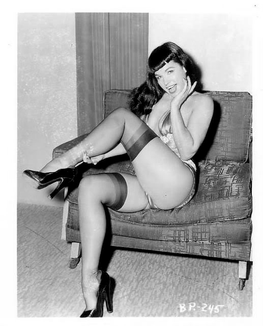 Betty Page Photos: CHLOE VAN PARIS: Bettie Page