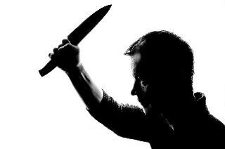 Pelaku langsung menuju ke bangku belakang di mana seorang anak bernama Naomi Oktavianipawali berada, pelaku pun menyerang Naomi dengan pisau miliknya.