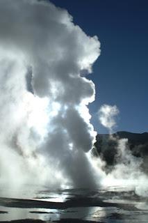 El Tatio es un campo de géiseres ubicado en los montes andinos del norte de Chile