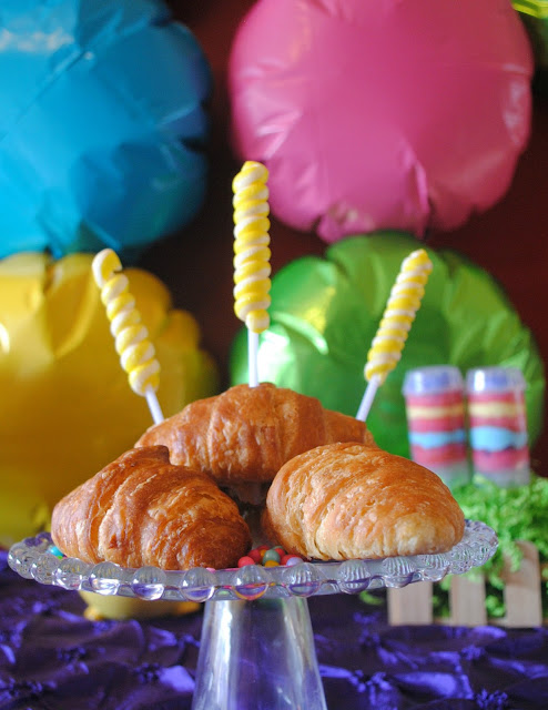 Easter Brunch croissants with spring candy by Fizzy Party