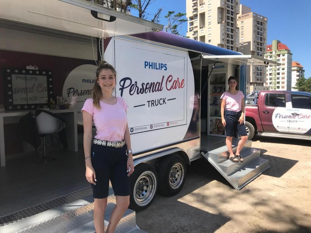 Philips sorprendió a los veraneantes en Pinamar con el Philips Personal Care Truck