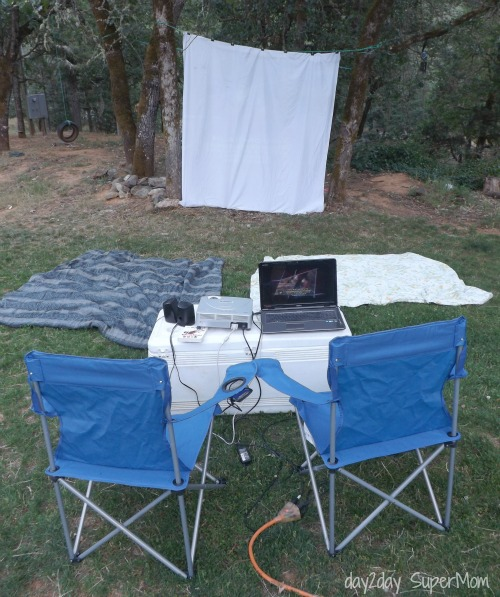 Outdoor Movie Night ~ SuperMom Monday