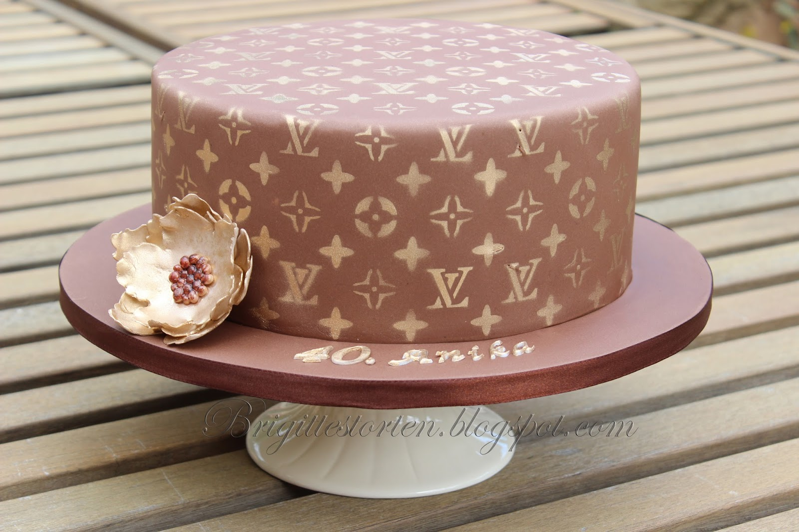 Kuchen Deko Gold Brigittes Tortendesign Louis Vuitton Torte In Braun Gold