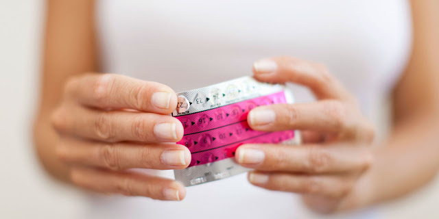 How do oral contraceptives affect ovarian cancer risk?