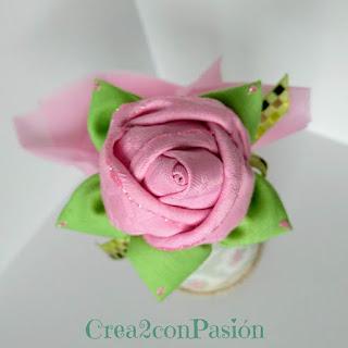 Rosa-de-tela-fácil-para-decorar-un-boligrafo-Crea2-con-Pasión