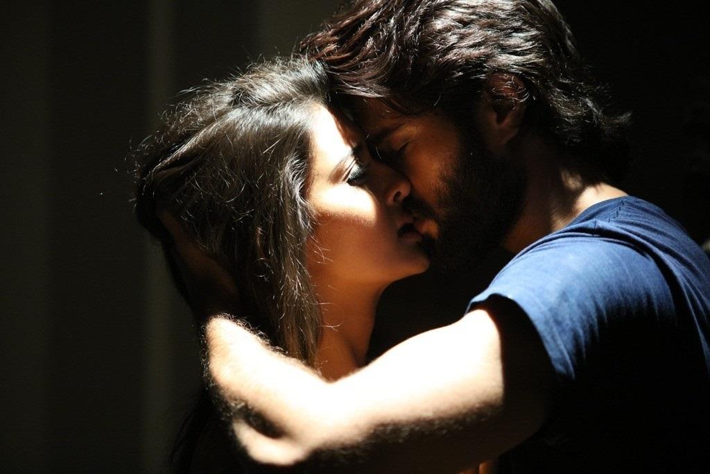 Dwaraka: Vijay Deverakonda & Pooja Jhaveri - Kiss 2