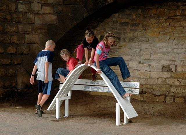 Необычные скамейки. Jeppe Hein 9