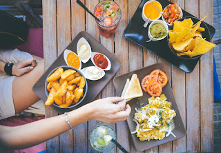 mengurangi porsi makan