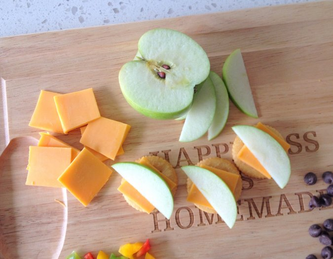 cheddar and apple cracker topping