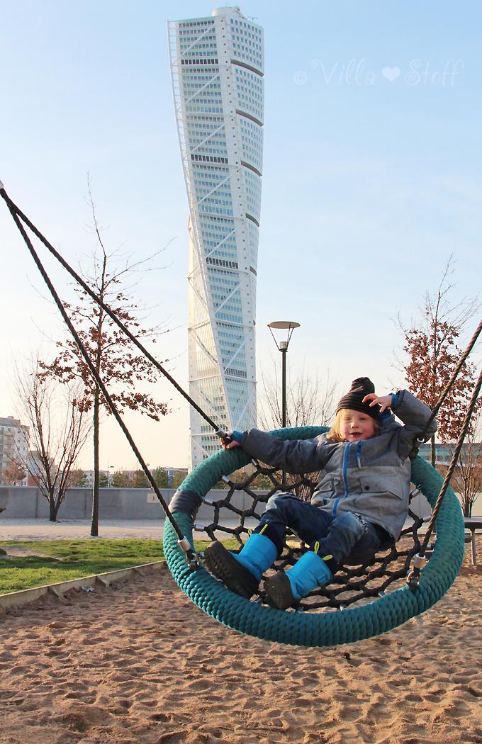 Travelguide Malmö | Reisetipps - Turning Torso in Västra Hamnen (Westhafen) mit Spielplatz für Kinder