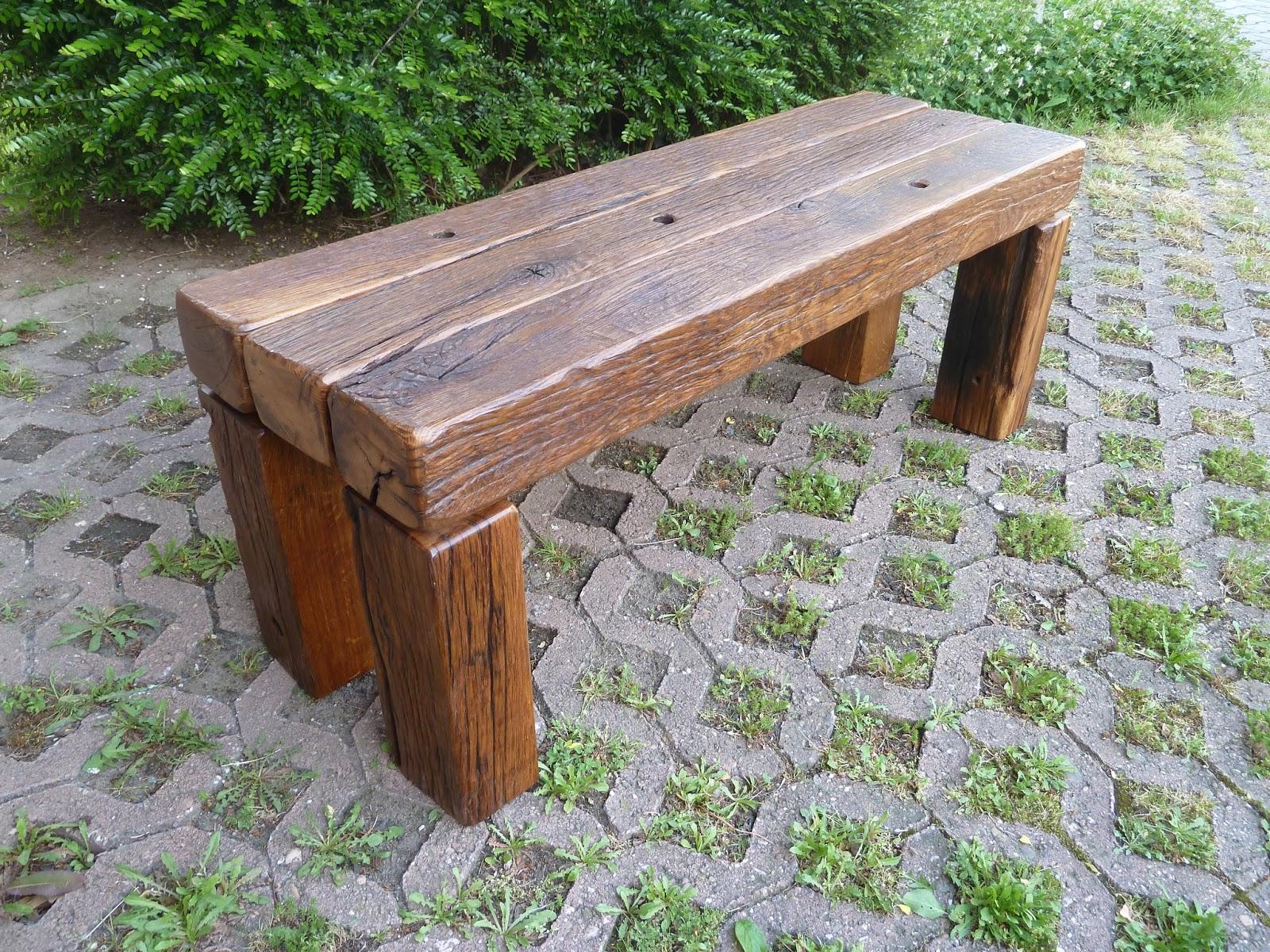 Martinstischwerk: Eine Gartenbank gefertigt aus Fachwerkbalken, ca ...