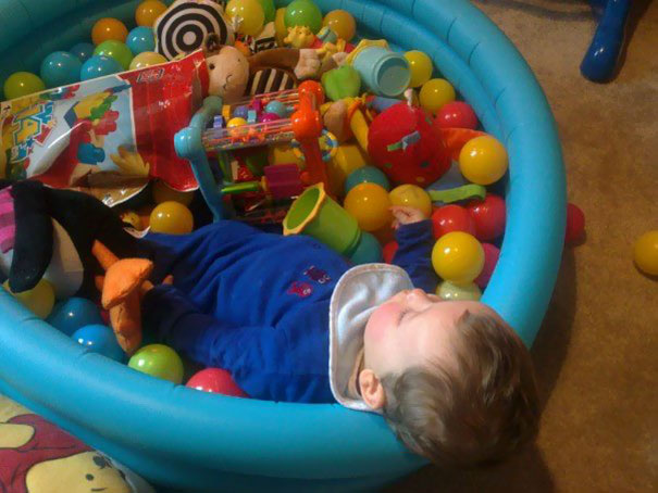15+ Hilarious Pics That Prove Kids Can Sleep Anywhere - Napping In The Balls Pool