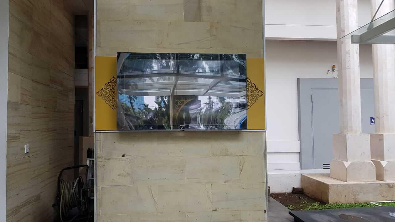 screen TV besar Masjid Baitul Mughni BJB Bandung