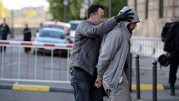 Polícia prende muçulmano terrorista de ataque contra soldados franceses em Paris