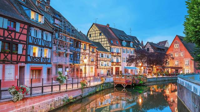 Nơi đây được xem là nguồn cảm hứng để các nhà làm phim Disney xây dựng thị trấn nhỏ trong phim hoạt hình Beauty and the Beast (Người đẹp và Quái vật), nơi nàng Bella sinh sống.