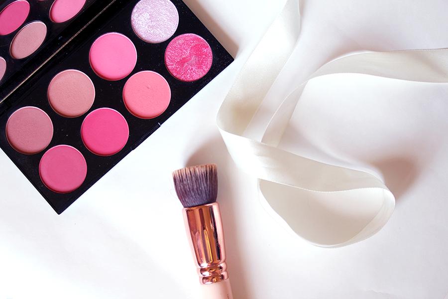 palette makeup brush