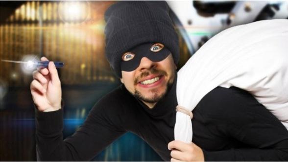 القبض على لص يمتهن الشعوذة قام بسرقة جوالات الاطباء اثناء معالجة زوجته!!