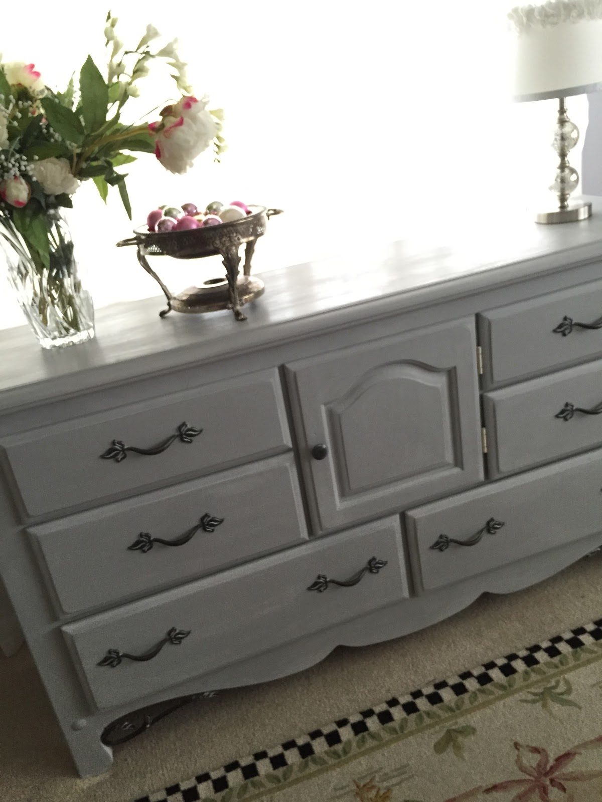 How to  chalk paint a dresser