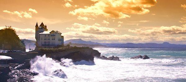 Pour votre voyage Biarritz, comparez et trouvez un hôtel au meilleur prix.  Le Comparateur d'hôtel regroupe tous les hotels Biarritz et vous présente une vue synthétique de l'ensemble des chambres d'hotels disponibles. Pensez à utiliser les filtres disponibles pour la recherche de votre hébergement séjour Biarritz sur Comparateur d'hôtel, cela vous permettra de connaitre instantanément la catégorie et les services de l'hôtel (internet, piscine, air conditionné, restaurant...)