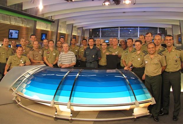 Alunos da Escola de Comando e Estado-Maior do Exército fazem visita  institucional à Rede Record 9857fe57c26