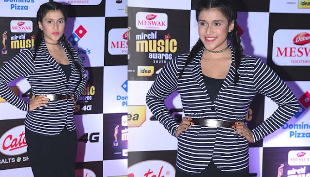 Mannara Chopra Photos at Mirchi Music Awards 2016