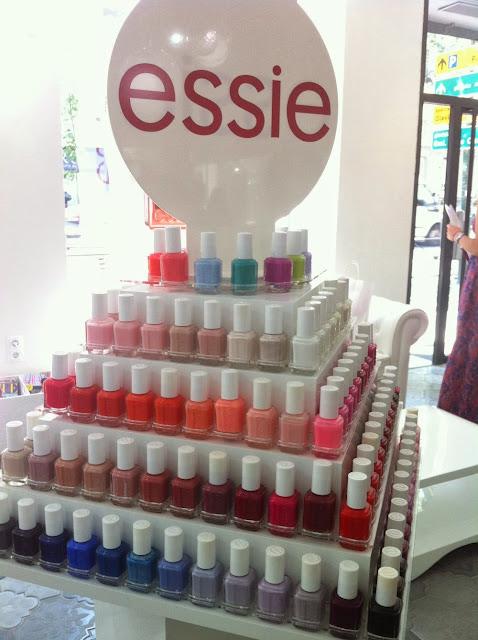 salon-de-manicura-Essie