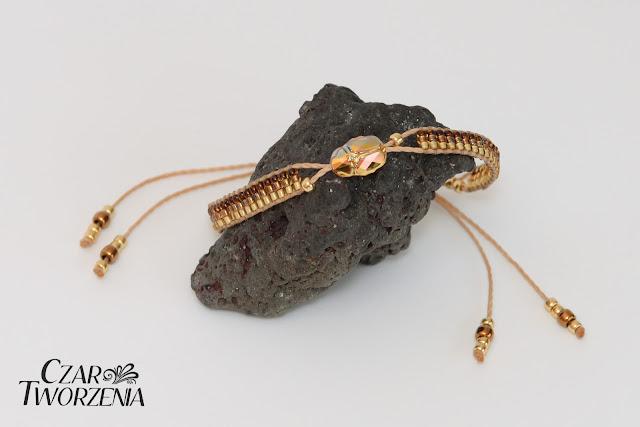 ręcznie robiona bransoletka koralikowa kryształek