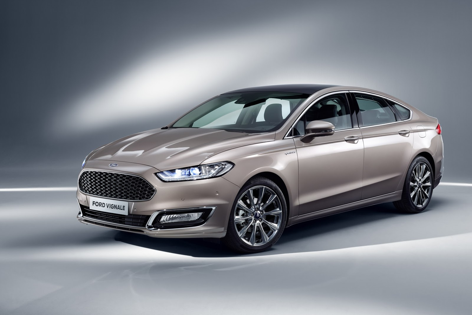 ford luxes up edge kuga mondeo s max with vignale makeover carscoops. Black Bedroom Furniture Sets. Home Design Ideas