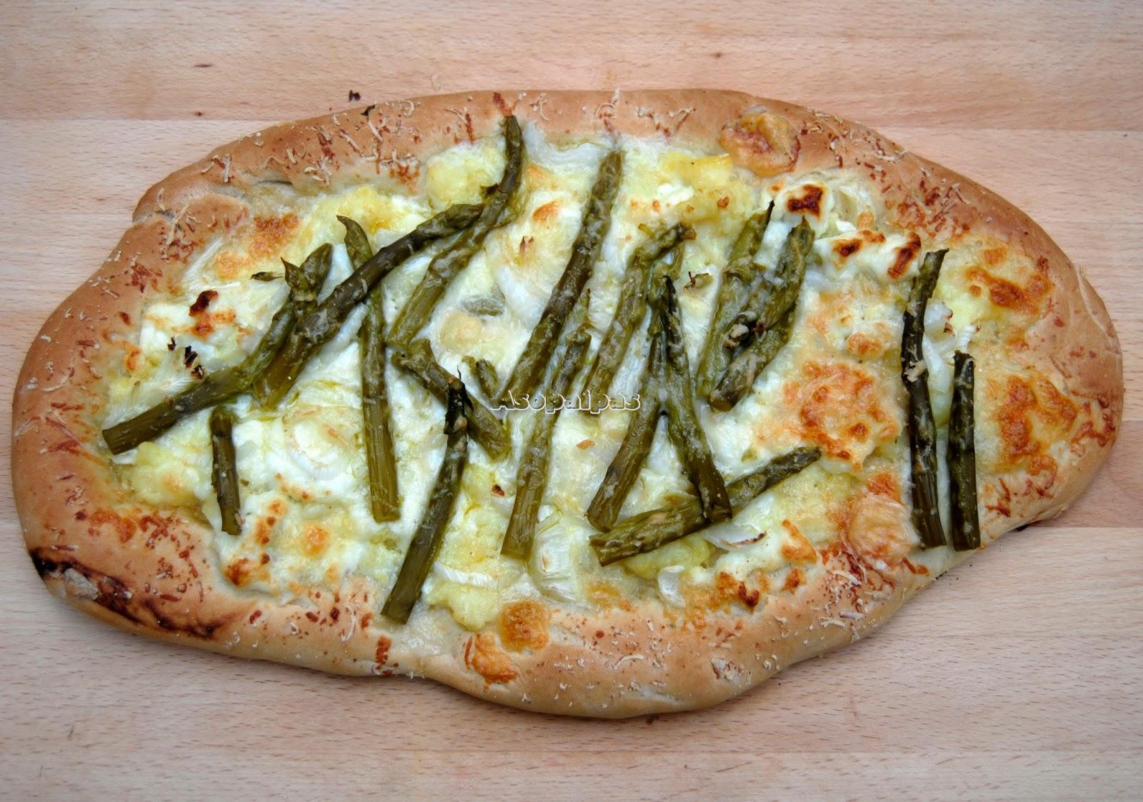 Pizza de Espárragos, Queso de Cabra y Patatas