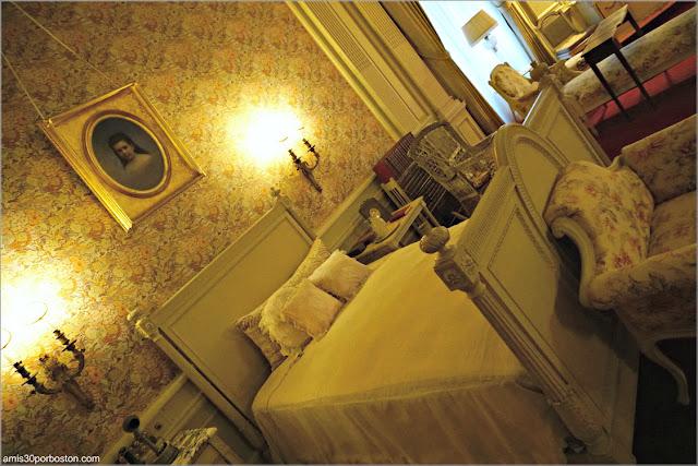 Cama del Dormitorio de la Señora Vanderbilt en la Mansión The Breakers, Newport