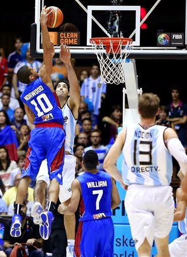 Gabe Norwood dunks on Argentine star player Luis Scola.