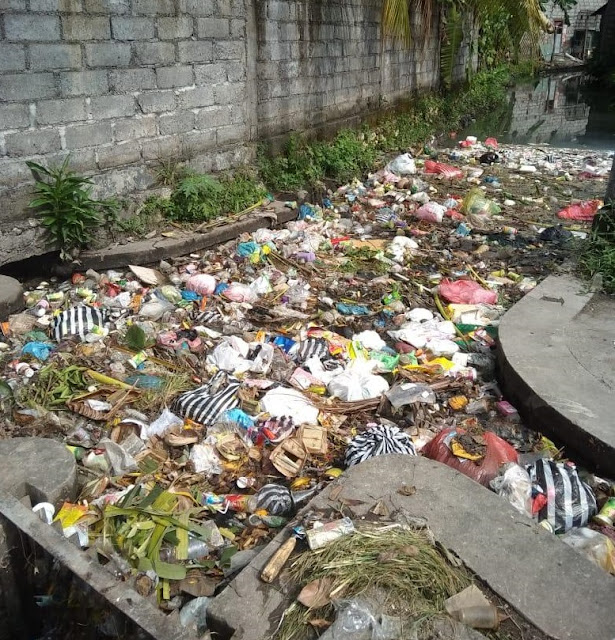 Sampah Plastik Sumbat Drainase Kota Denpasar