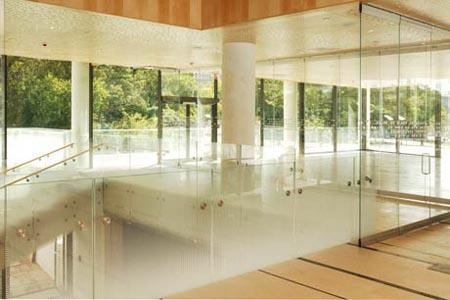 Sử dụng Kính làm tường trong thiết kế Nội thất