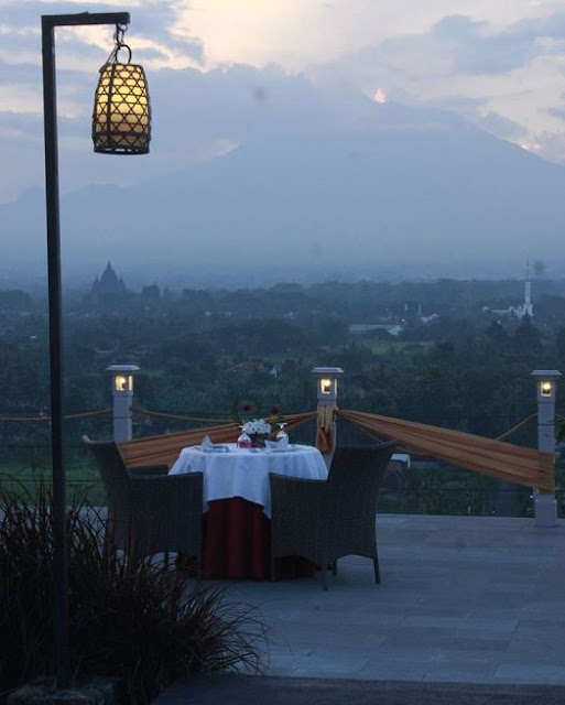 Abhayagiri Restaurant - Tempat Makan Romantis di Jogja