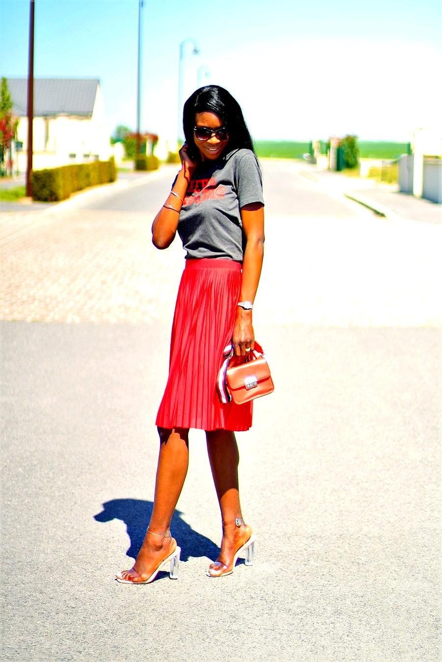 idee de look avec une jupe plissee