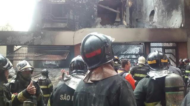 Avião cai sobre residência na Casa Verde, em São Paulo