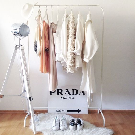 10 dreamy ideas to organize clothing racks daily dream decor. Black Bedroom Furniture Sets. Home Design Ideas