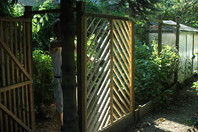 Homemade pallet wood trellis gazebo